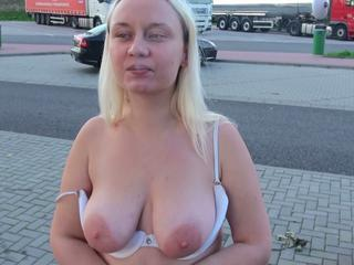 Alexas18 - Behaarte Muschi, blond und willig.