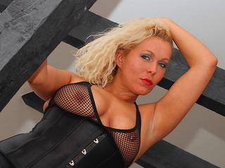 Curly Ann - Sexy girl next door!